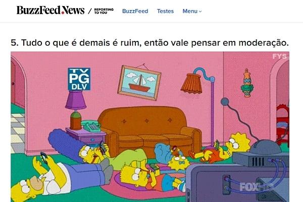 Imagem mostra a família Simpsons no chão, cada um mexendo no seu celular