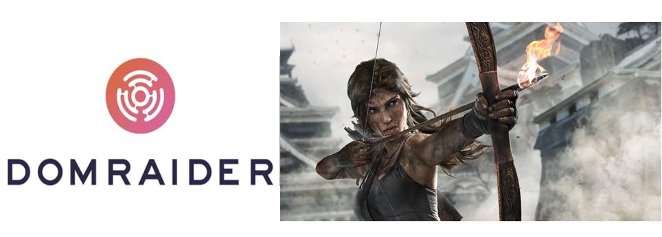 Ao lado esquerdo da imagem, está o símbolo da criptomoeda Dom Raider, que é um labirinto em formato circular com o nome da moeda embaixo. Do lado direito, há a imagem de uma cena do jogo de videogame Tomb Raider. A personagem principal segura um arco com uma flecha em chamas. Ela está suja e com machucados no rosto, e o cenário atrás dela é de destruição e sujeira.