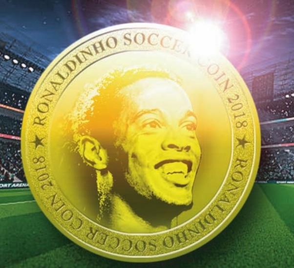 O símbolo da criptomoeda é uma foto do jogador Ronaldinho Gaúcho dentro de um círculo dourado. Ele sorri e tem a cabeça virada para o lado, com os olhos no horizonte. Em volta do círculo, na borda, está escrito em cima e embaixo