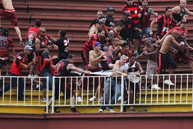 b8d33526d1 Polícia identifica mais brigões entre a torcida do Vasco e do ...